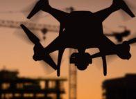 Zelfsturende drones door het imiteren van verkeer