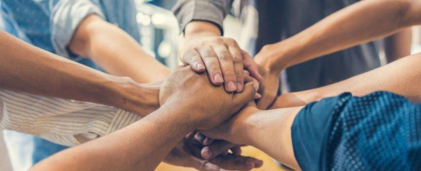Mens ontvankelijk voor coöperatief gedrag