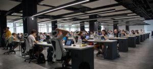 Meer bedrijfsvestigingen met minstens 10 personen in dienst