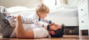Bedrijfscultuur ontmoedigt vaderschapsverlof jonge advocaten