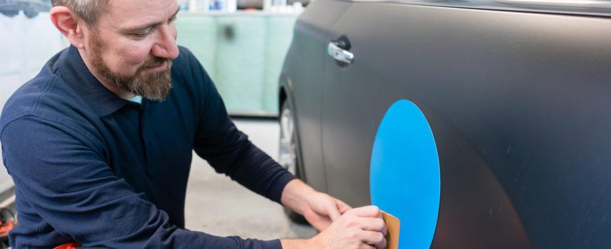 6 tips voor het maken van autobelettering en roll up banners